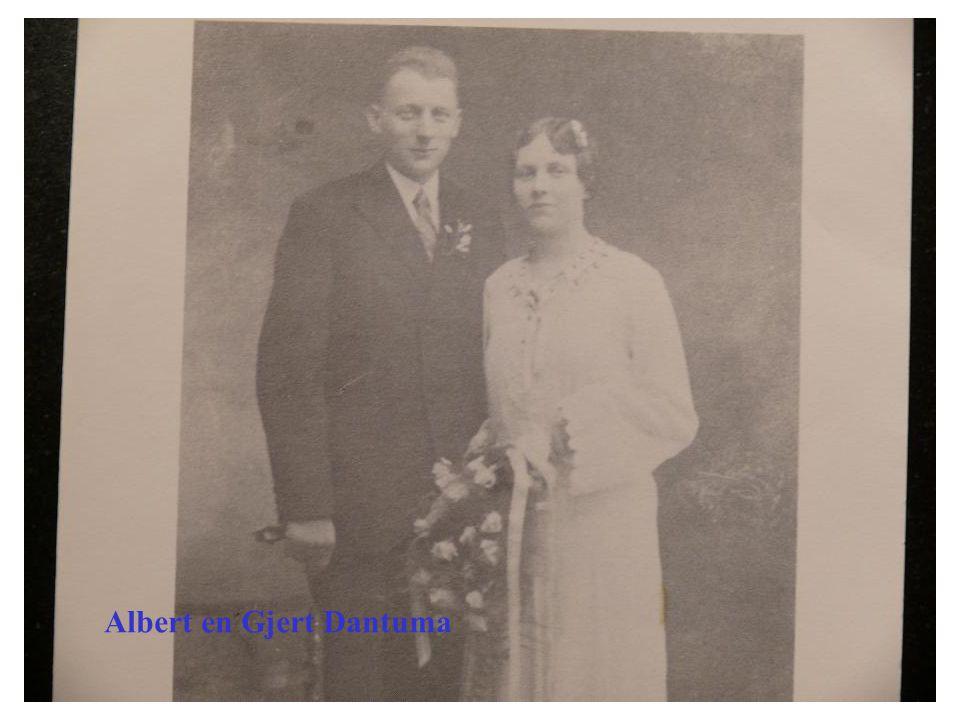 •Op 29 oktober 1932 neemt Albert Dantuma de slagerij over van de heer Leegsma aan de kerkstraat te Zwaagwesteinde.