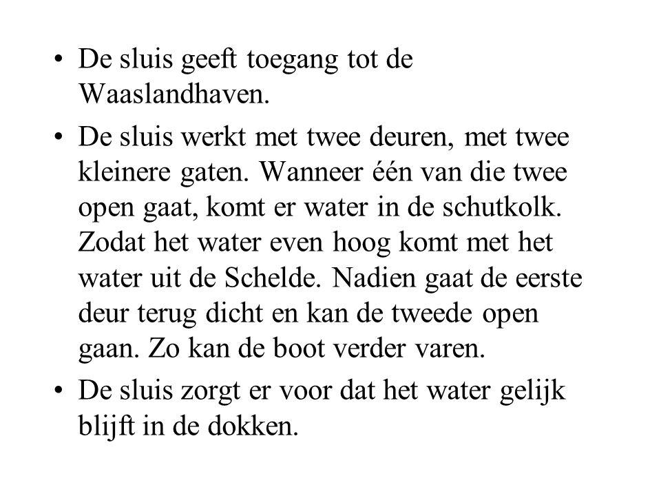 •De sluis geeft toegang tot de Waaslandhaven.