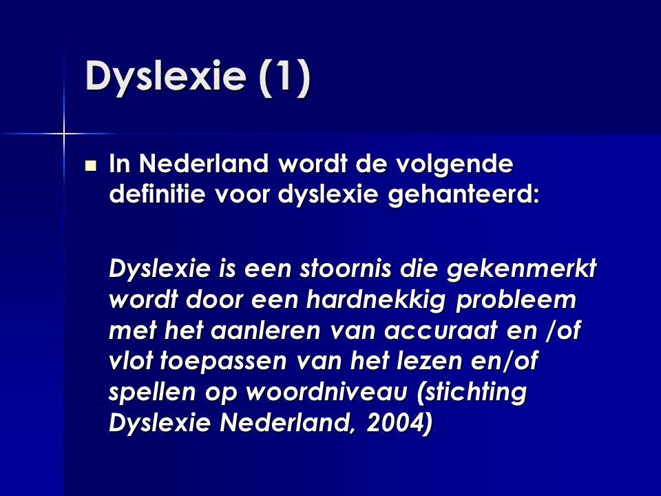 Dyslexie (1)  In Nederland wordt de volgende definitie voor dyslexie gehanteerd: Dyslexie is een stoornis die gekenmerkt wordt door een hardnekkig pr