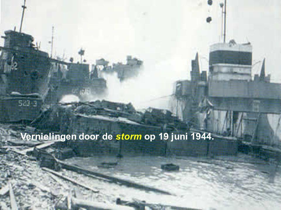Maar de inname van Cherbourg duurt langer dan verwacht en de geallieerden gebruiken na 8 dagen nog steeds de twee havens. Een zware storm op 19 juni v
