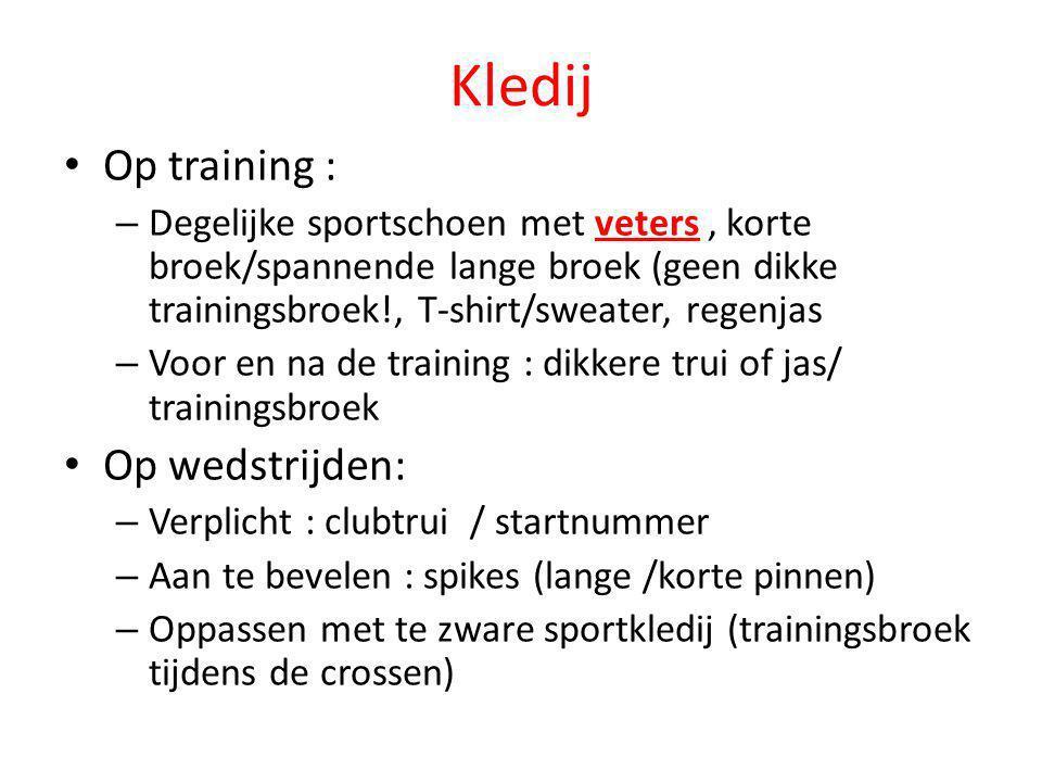 Kledij • Op training : – Degelijke sportschoen met veters, korte broek/spannende lange broek (geen dikke trainingsbroek!, T-shirt/sweater, regenjas –