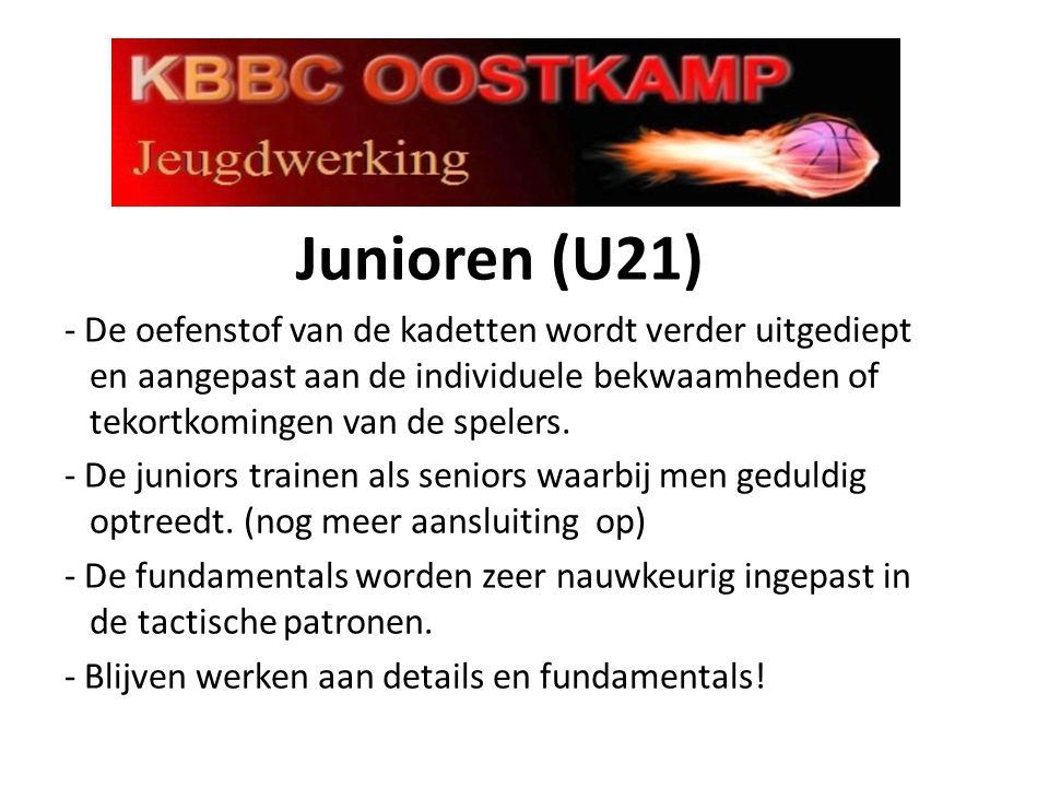 Junioren (U21) - De oefenstof van de kadetten wordt verder uitgediept en aangepast aan de individuele bekwaamheden of tekortkomingen van de spelers. -
