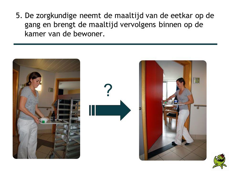 5. De zorgkundige neemt de maaltijd van de eetkar op de gang en brengt de maaltijd vervolgens binnen op de kamer van de bewoner. ?