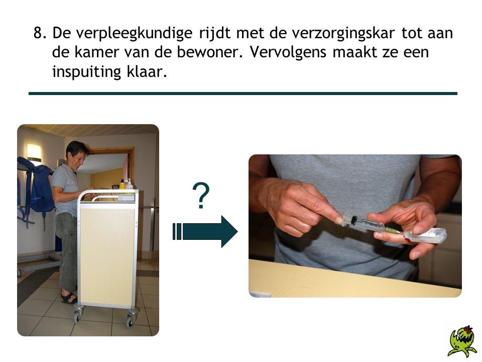 8. De verpleegkundige rijdt met de verzorgingskar tot aan de kamer van de bewoner. Vervolgens maakt ze een inspuiting klaar. ?
