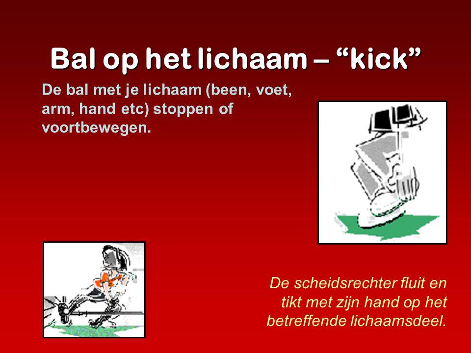 """Bal op het lichaam – """"kick"""" De scheidsrechter fluit en tikt met zijn hand op het betreffende lichaamsdeel. De bal met je lichaam (been, voet, arm, han"""