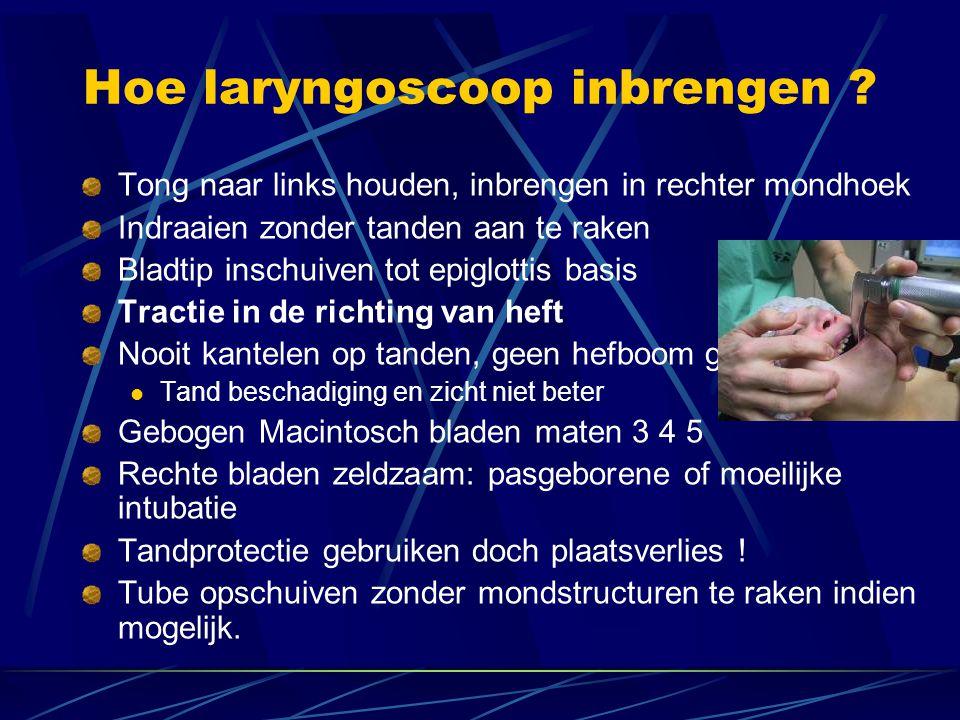 Hoe laryngoscoop inbrengen .