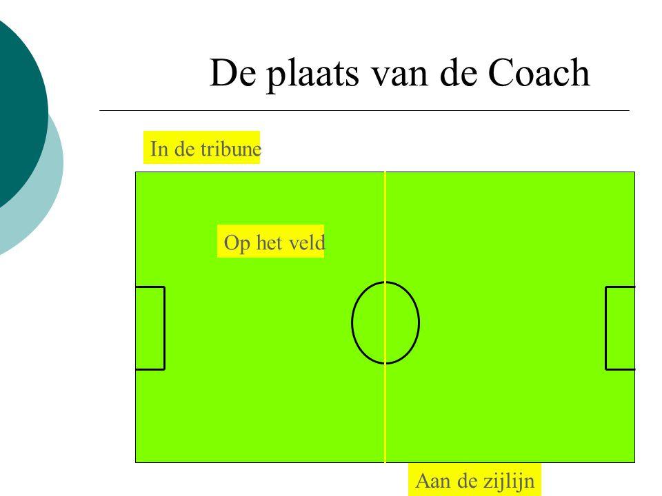 De plaats van de Coach In de tribune Op het veld Aan de zijlijn