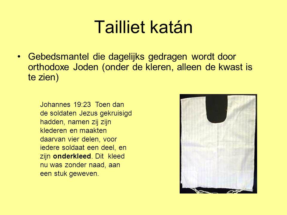 Tailliet katán •Gebedsmantel die dagelijks gedragen wordt door orthodoxe Joden (onder de kleren, alleen de kwast is te zien) Johannes 19:23 Toen dan d