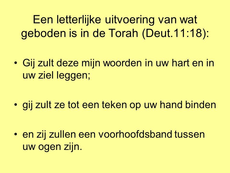 Een letterlijke uitvoering van wat geboden is in de Torah (Deut.11:18): •Gij zult deze mijn woorden in uw hart en in uw ziel leggen; •gij zult ze tot