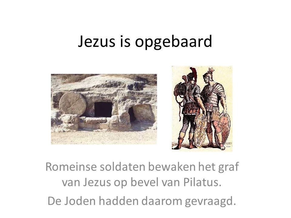 Jezus is opgebaard Romeinse soldaten bewaken het graf van Jezus op bevel van Pilatus. De Joden hadden daarom gevraagd.