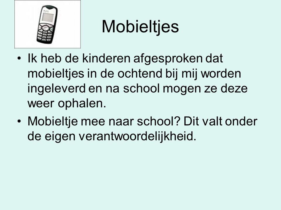 Mobieltjes •Ik heb de kinderen afgesproken dat mobieltjes in de ochtend bij mij worden ingeleverd en na school mogen ze deze weer ophalen. •Mobieltje