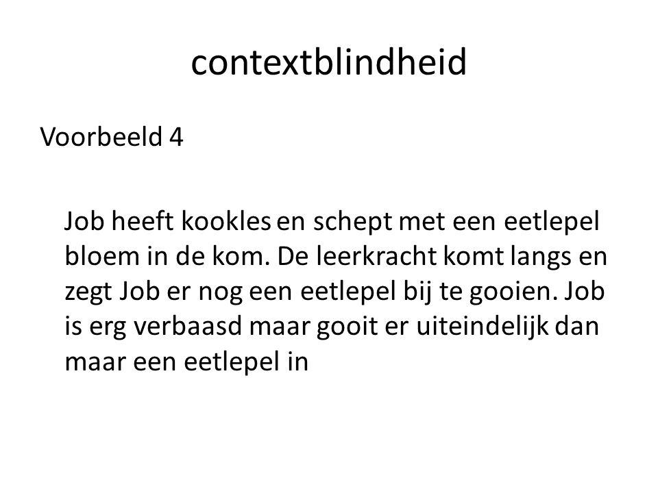 contextblindheid Voorbeeld 4 Job heeft kookles en schept met een eetlepel bloem in de kom.