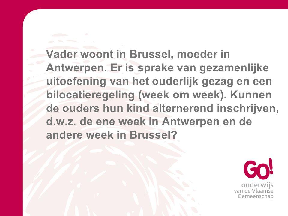 Vader woont in Brussel, moeder in Antwerpen.
