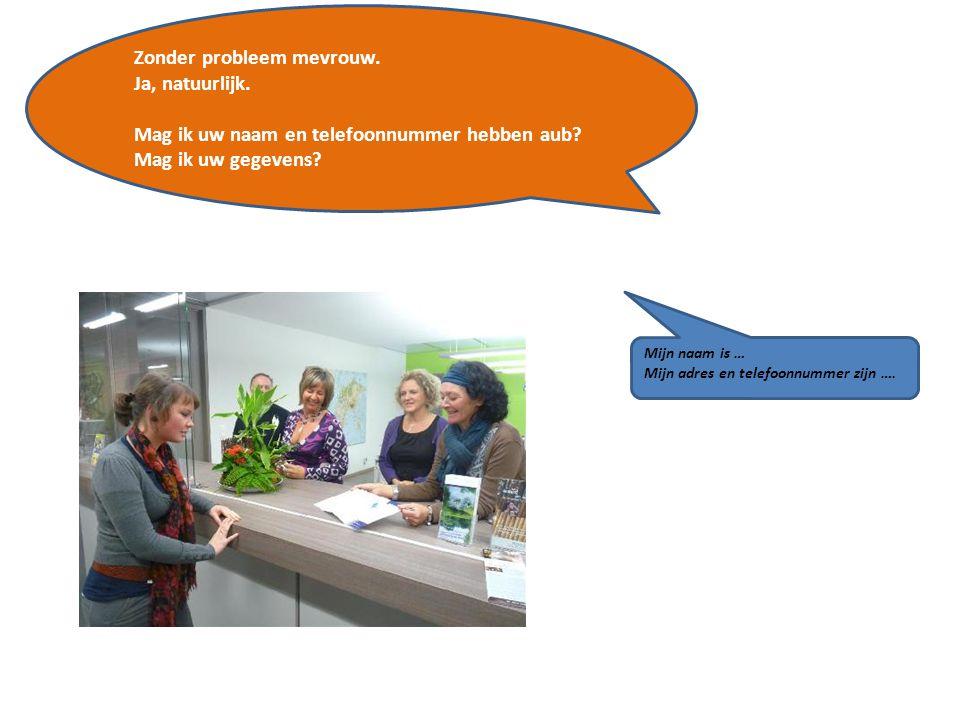 Welke vragen stelt de onthaalbediende in het VVV kantoor?