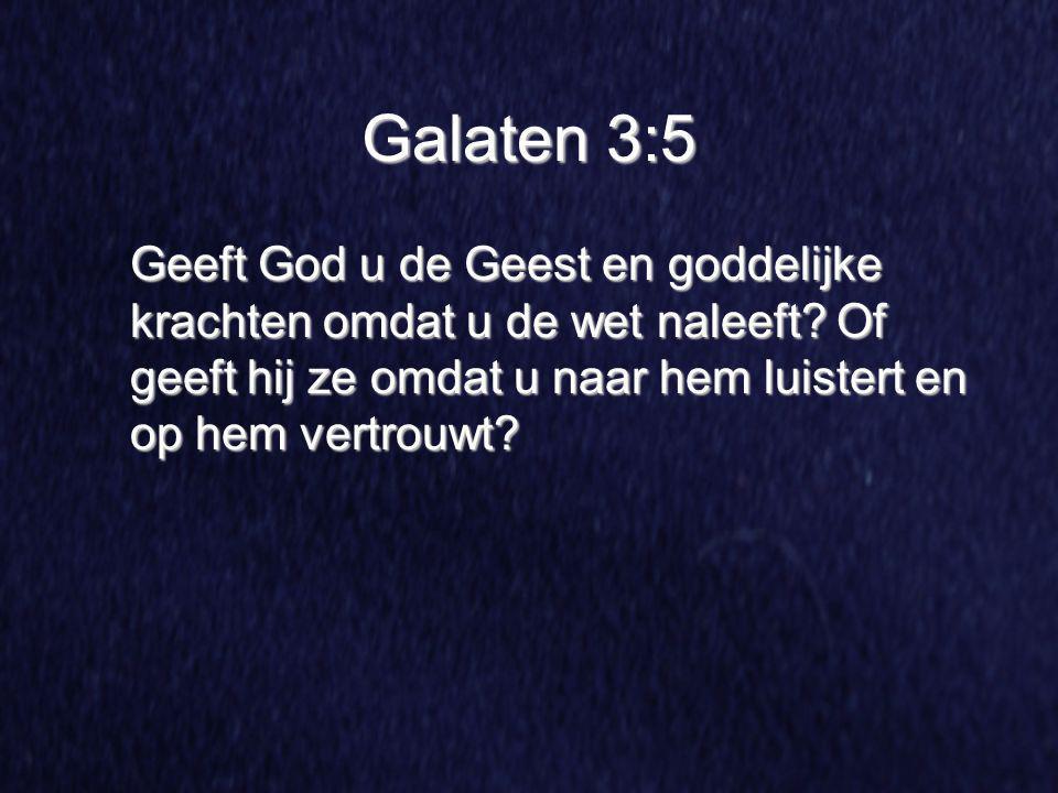 Galaten 3:5 Geeft God u de Geest en goddelijke krachten omdat u de wet naleeft? Of geeft hij ze omdat u naar hem luistert en op hem vertrouwt?
