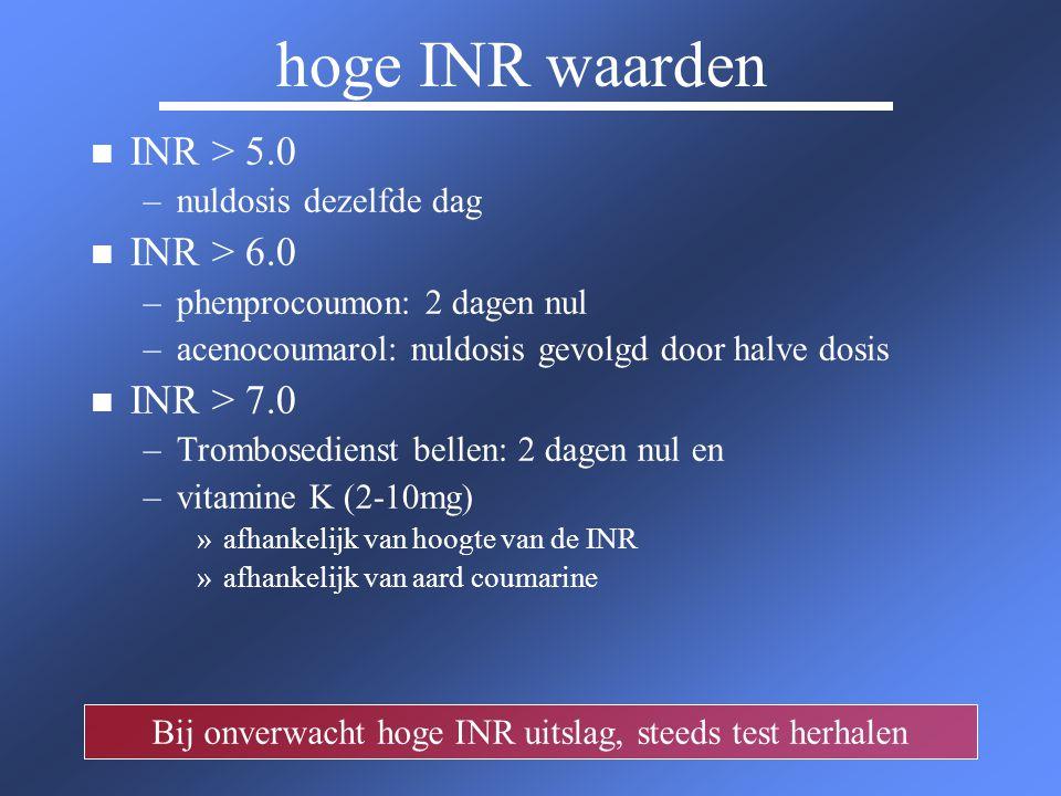 hoge INR waarden n n INR > 5.0 – –nuldosis dezelfde dag n n INR > 6.0 – –phenprocoumon: 2 dagen nul – –acenocoumarol: nuldosis gevolgd door halve dosi