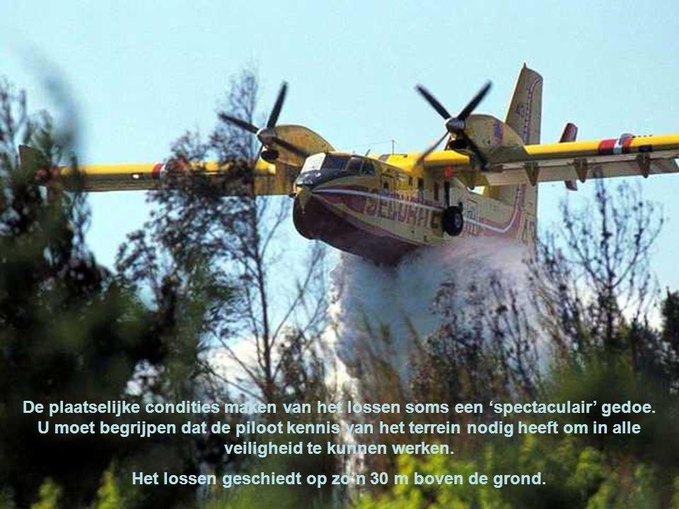 De Canadairs opereren meestal in bergachtig gebied waar de wind de vlammen opjagen