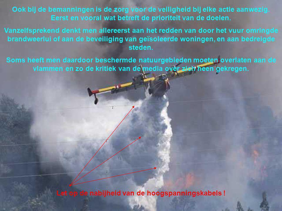 De Canadairs worden ingezet bij grote branden. Daarom vliegen ze altijd per vier.