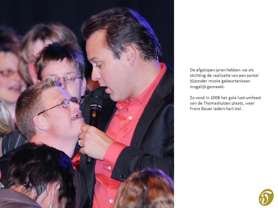 En in 2010 moedigden 300 Thomashuisbewoners in de Arena het Nederlands Elftal aan.