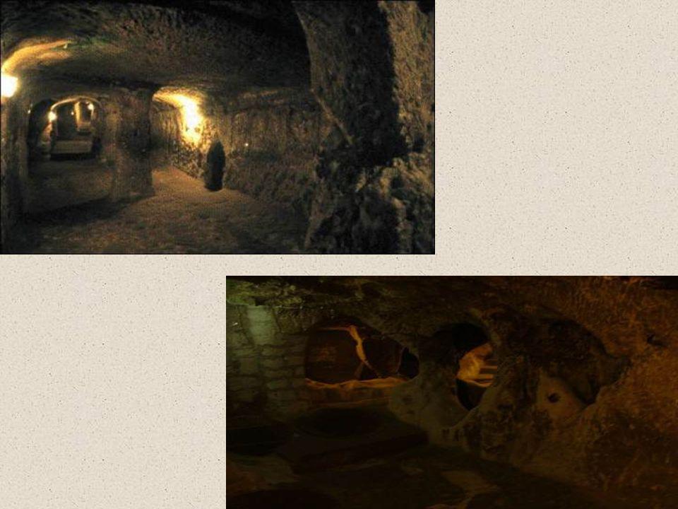 •Bovendien had DERINKUYU een tunnel van circa 8 kilometer die leidde naar een andere onderaardse stad in Cappadocië. De stad KAYMAKL?