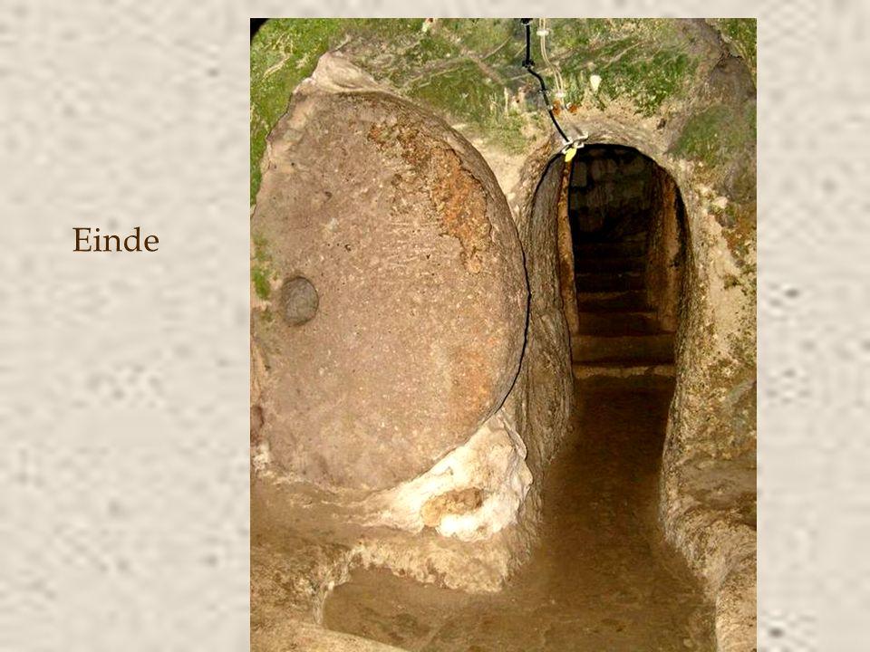 •De stad had een ondergrondse rivier, waterputten en een ingenieus ventilatiesysteem (er werden 52 ventilatie- schachten ontdekt) dat hedendaagse inge