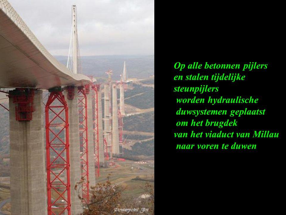 Een brugdek volledig in bedwang: dmv hydrauliek! Een gewicht van 36.000 kg met een breedte van 27.35 meter wordt over 7 betonnen pijlers en 7 tijdelij