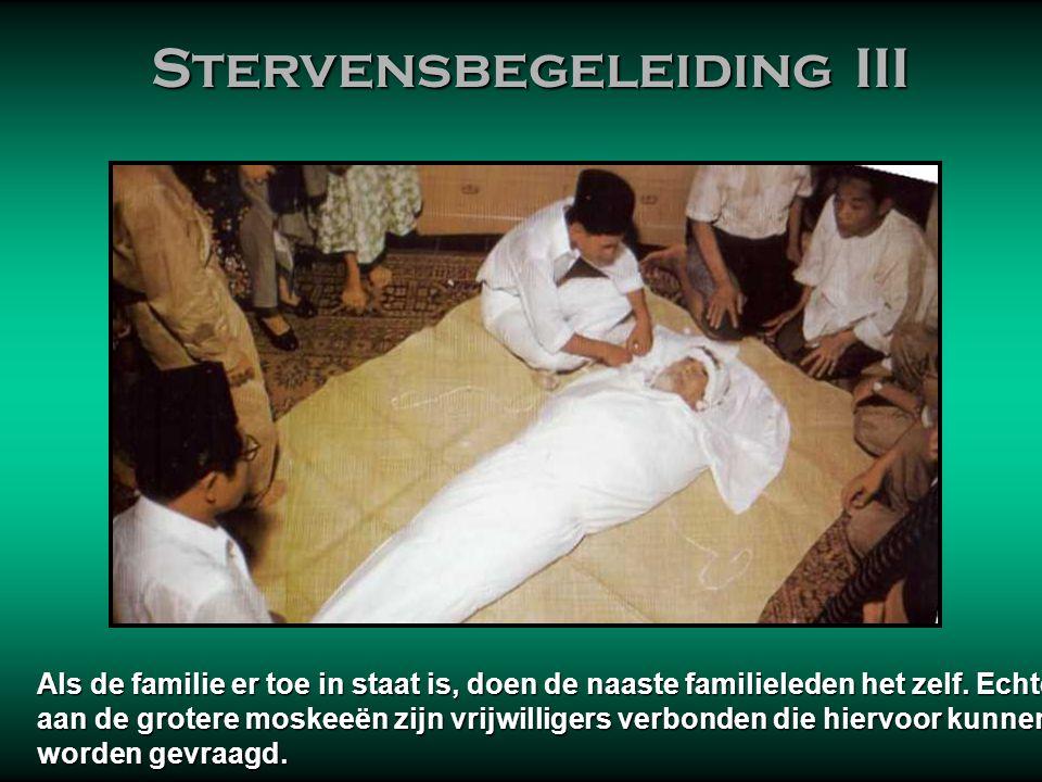 Stervensbegeleiding III Stervensbegeleiding III Het kenmerk van moslim stervensbegeleiding, begrafenis en rouwverwerking, bestaat eruit dat moslims al