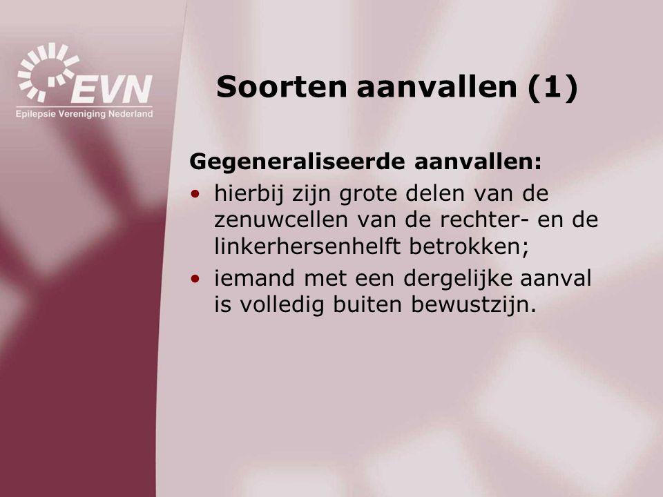 Soorten aanvallen (1) Gegeneraliseerde aanvallen: •hierbij zijn grote delen van de zenuwcellen van de rechter- en de linkerhersenhelft betrokken; •iem