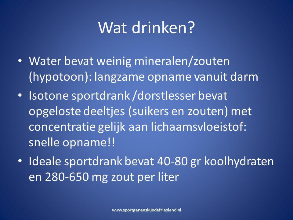 Wat drinken? • Water bevat weinig mineralen/zouten (hypotoon): langzame opname vanuit darm • Isotone sportdrank /dorstlesser bevat opgeloste deeltjes