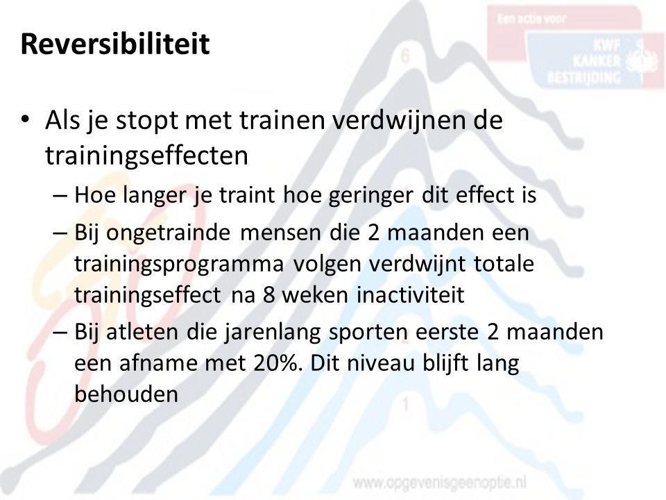 Reversibiliteit • Als je stopt met trainen verdwijnen de trainingseffecten – Hoe langer je traint hoe geringer dit effect is – Bij ongetrainde mensen