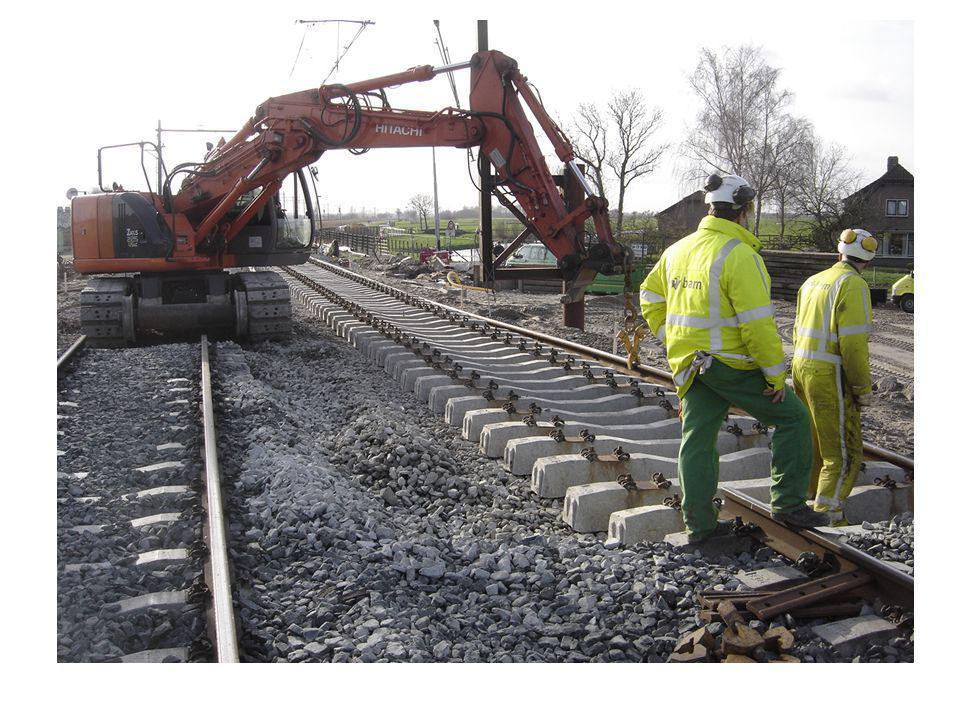 Fase 4: Het voorbouwen van de spoorkruisende gedeelte naast de spoorbaan Tijdstip van uitvoering: • Vanaf week 38 – 2011 (=september) t/m ca.
