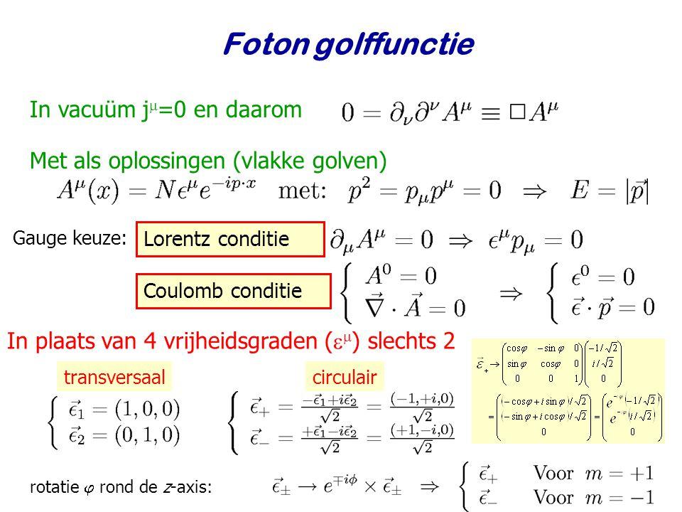 Najaar 2009Jo van den Brand16 Foton golffunctie In vacuüm j  =0 en daarom Met als oplossingen (vlakke golven) In plaats van 4 vrijheidsgraden (   ) slechts 2 transversaalcirculair rotatie  rond de z-axis: Gauge keuze: Lorentz conditie Coulomb conditie