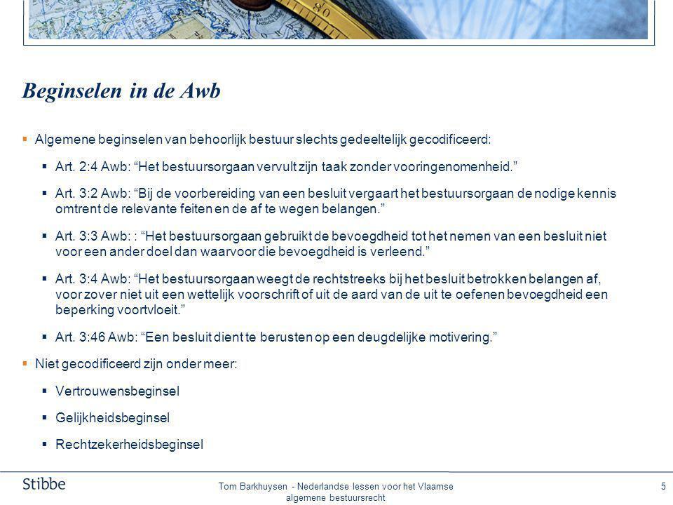 Tom Barkhuysen - Nederlandse lessen voor het Vlaamse algemene bestuursrecht 6 Belangrijke uitgangspunten Awb •Het bestuursorgaan besluit in bezwaar ex nunc De bestuursrechter toetst in beroep en hoger beroep ex tunc •Geen verplichte rechtsbijstand (advocaat) bij de bestuursrechter •Uitgangspunt: 'recours objectif' (ambtshalve feiten en gronden aanvullen/toetsen) later verschoven naar 'recours subjectif' waarin de rechtsbeschermingsfunctie centraal staat •Regeling Awb deels van dwingend recht, maar soms ook regelend, aanvullend of facultatief recht.