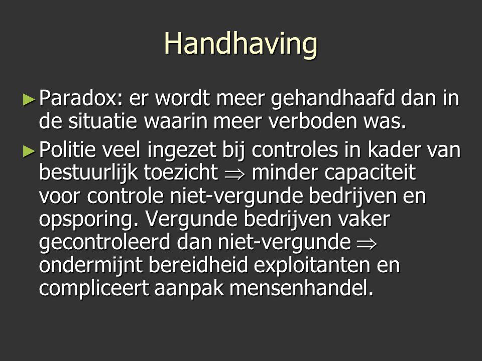 Handhaving ► Paradox: er wordt meer gehandhaafd dan in de situatie waarin meer verboden was. ► Politie veel ingezet bij controles in kader van bestuur