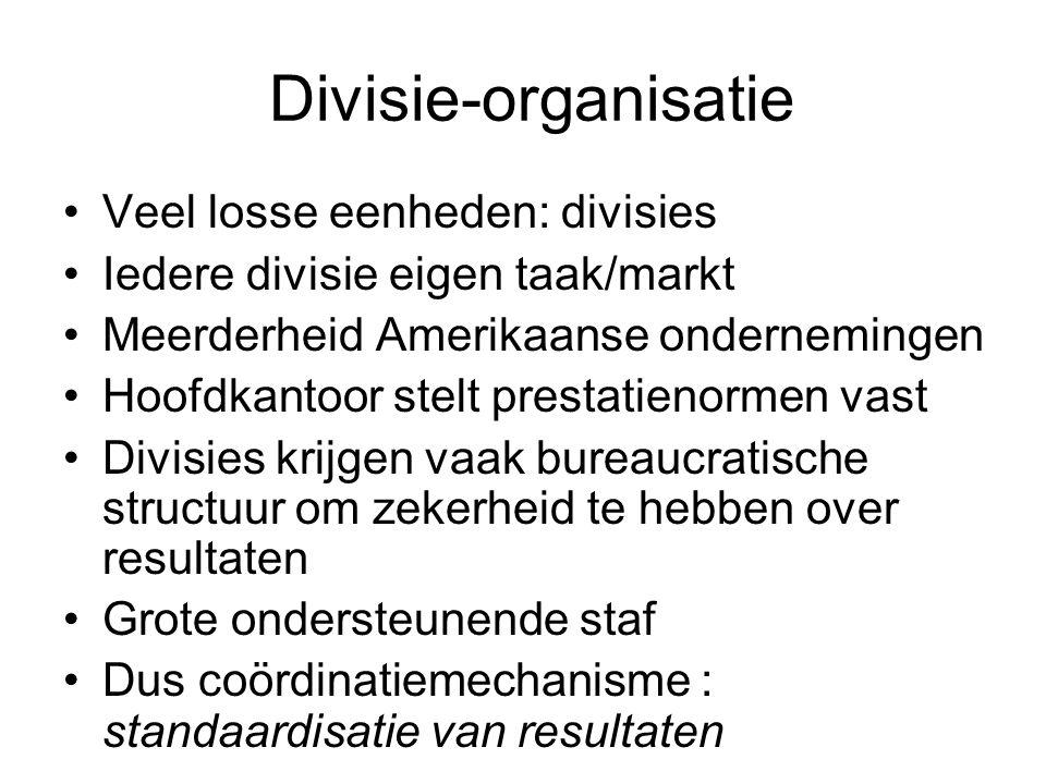 Divisie-organisatie •Veel losse eenheden: divisies •Iedere divisie eigen taak/markt •Meerderheid Amerikaanse ondernemingen •Hoofdkantoor stelt prestat