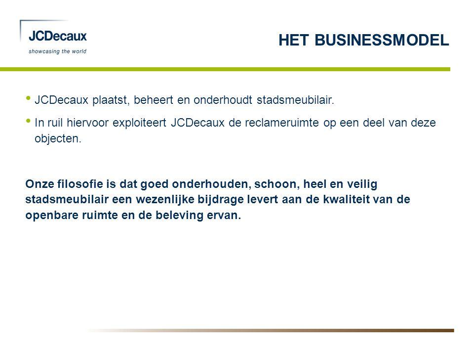 • JCDecaux plaatst, beheert en onderhoudt stadsmeubilair. • In ruil hiervoor exploiteert JCDecaux de reclameruimte op een deel van deze objecten. Onze