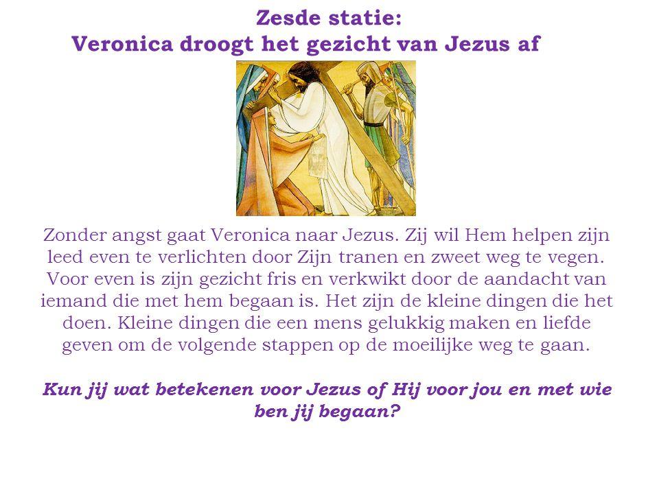 Zesde statie: Veronica droogt het gezicht van Jezus af Zonder angst gaat Veronica naar Jezus.
