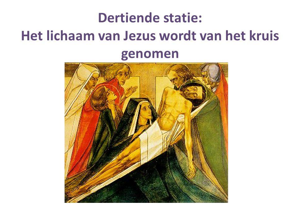Dertiende statie: Het lichaam van Jezus wordt van het kruis genomen