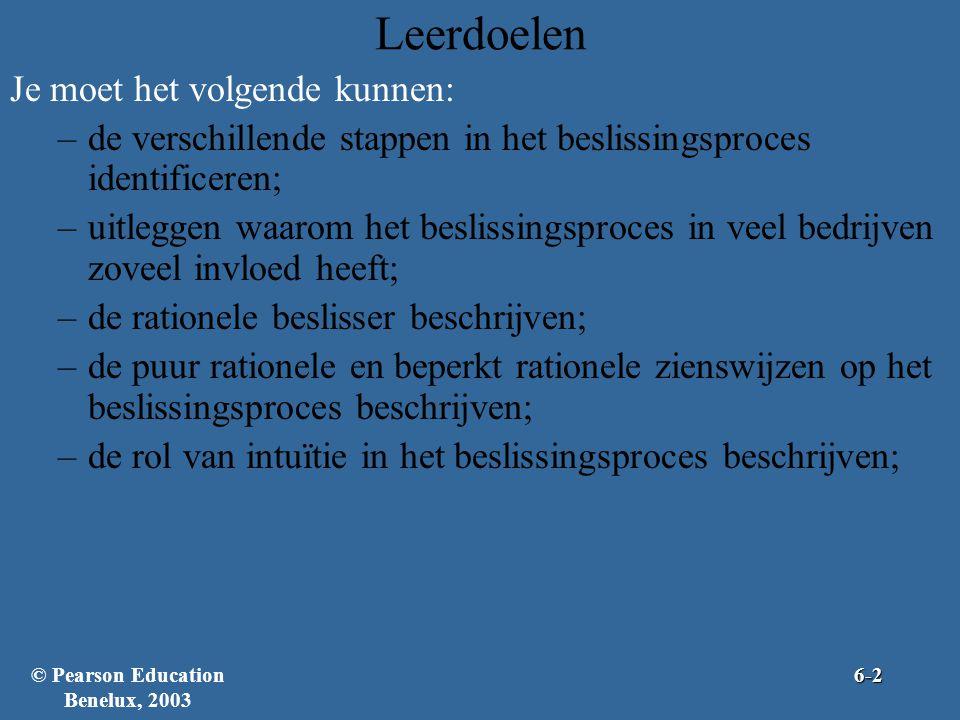 Leerdoelen Je moet het volgende kunnen: –de verschillende stappen in het beslissingsproces identificeren; –uitleggen waarom het beslissingsproces in veel bedrijven zoveel invloed heeft; –de rationele beslisser beschrijven; –de puur rationele en beperkt rationele zienswijzen op het beslissingsproces beschrijven; –de rol van intuïtie in het beslissingsproces beschrijven; © Pearson Education Benelux, 20036-2
