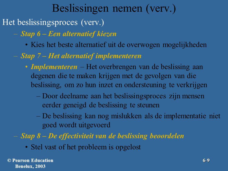 Beslissingen nemen (verv.) Het beslissingsproces (verv.) –Stap 6 – Een alternatief kiezen •Kies het beste alternatief uit de overwogen mogelijkheden –Stap 7 – Het alternatief implementeren •Implementeren – Het overbrengen van de beslissing aan degenen die te maken krijgen met de gevolgen van die beslissing, om zo hun inzet en ondersteuning te verkrijgen –Door deelname aan het beslissingsproces zijn mensen eerder geneigd de beslissing te steunen –De beslissing kan nog mislukken als de implementatie niet goed wordt uitgevoerd –Stap 8 – De effectiviteit van de beslissing beoordelen •Stel vast of het probleem is opgelost © Pearson Education Benelux, 20036-9