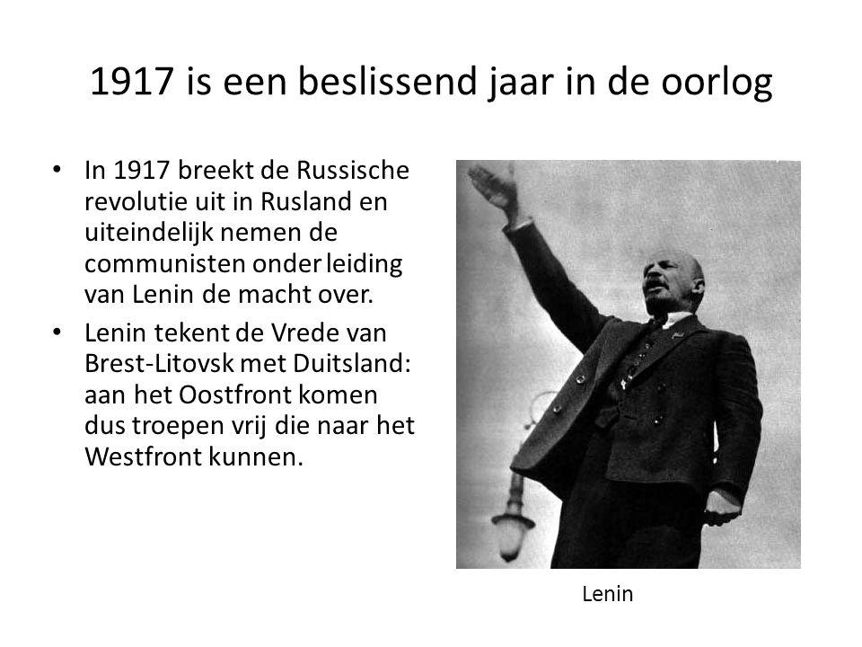 1917 is een beslissend jaar in de oorlog • In 1917 breekt de Russische revolutie uit in Rusland en uiteindelijk nemen de communisten onder leiding van