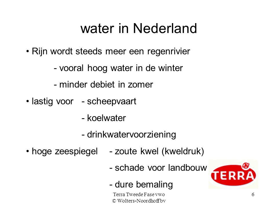 Terra Tweede Fase vwo © Wolters-Noordhoff bv 6 water in Nederland • Rijn wordt steeds meer een regenrivier - vooral hoog water in de winter - minder d