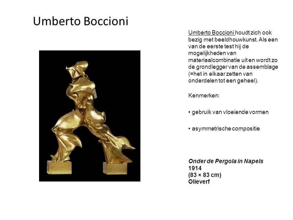 Umberto Boccioni houdt zich ook bezig met beeldhouwkunst. Als een van de eerste test hij de mogelijkheden van materiaalcombinatie uit en wordt zo de g