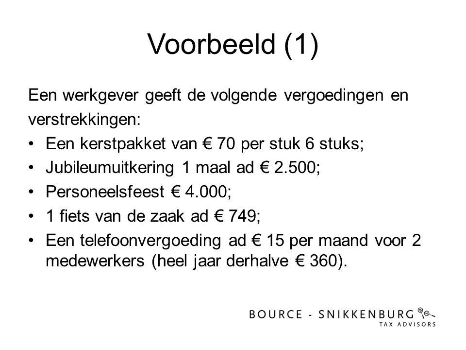 Voorbeeld (1) Een werkgever geeft de volgende vergoedingen en verstrekkingen: •Een kerstpakket van € 70 per stuk 6 stuks; •Jubileumuitkering 1 maal ad