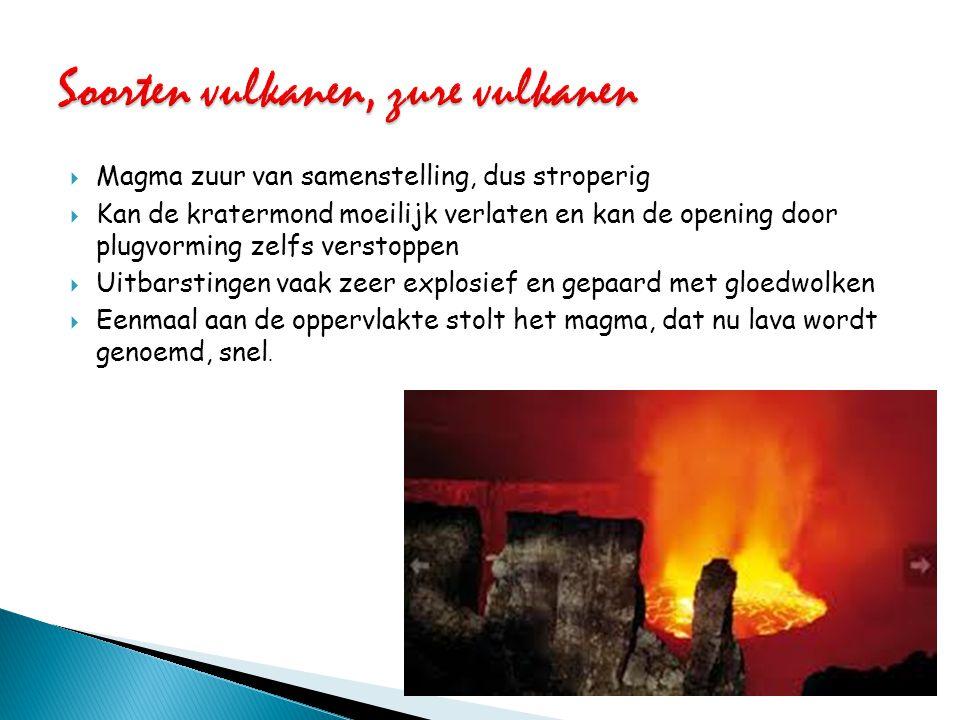  magma minder zuur van samenstelling en is minder stroperig  uitbarsting minder explosief verloop, omdat het magma de krateropening gemakkelijker kan verlaten.