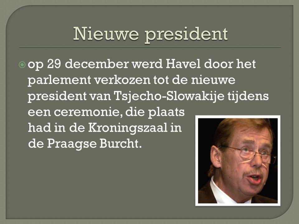  op 29 december werd Havel door het parlement verkozen tot de nieuwe president van Tsjecho-Slowakije tijdens een ceremonie, die plaats had in de Kroningszaal in de Praagse Burcht.
