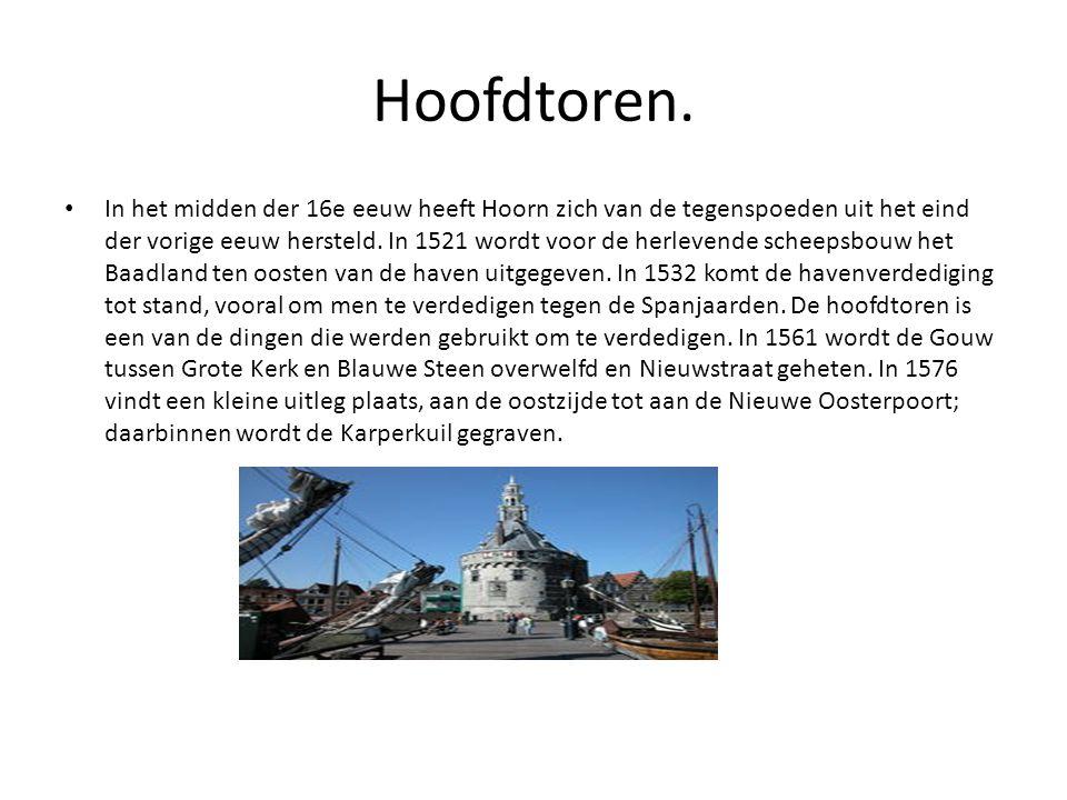 Hoofdtoren. • In het midden der 16e eeuw heeft Hoorn zich van de tegenspoeden uit het eind der vorige eeuw hersteld. In 1521 wordt voor de herlevende