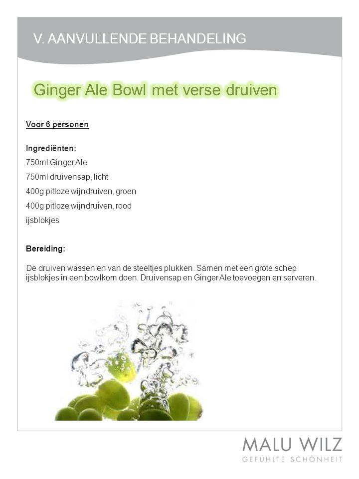 Voor 6 personen Ingrediënten: 750ml Ginger Ale 750ml druivensap, licht 400g pitloze wijndruiven, groen 400g pitloze wijndruiven, rood ijsblokjes Berei