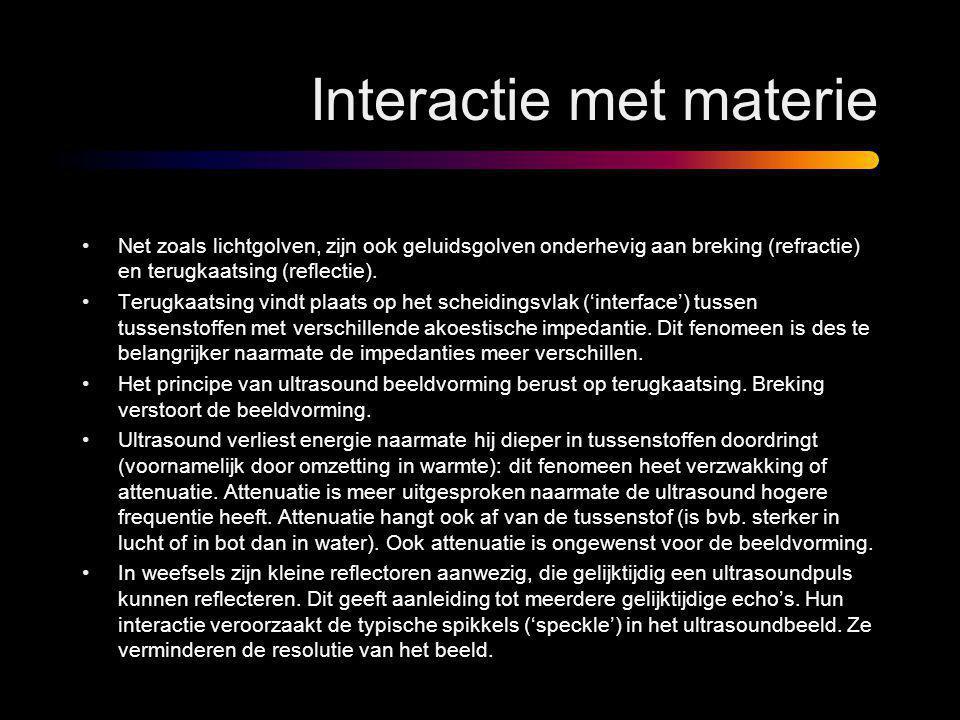 Interactie met materie •Net zoals lichtgolven, zijn ook geluidsgolven onderhevig aan breking (refractie) en terugkaatsing (reflectie). •Terugkaatsing