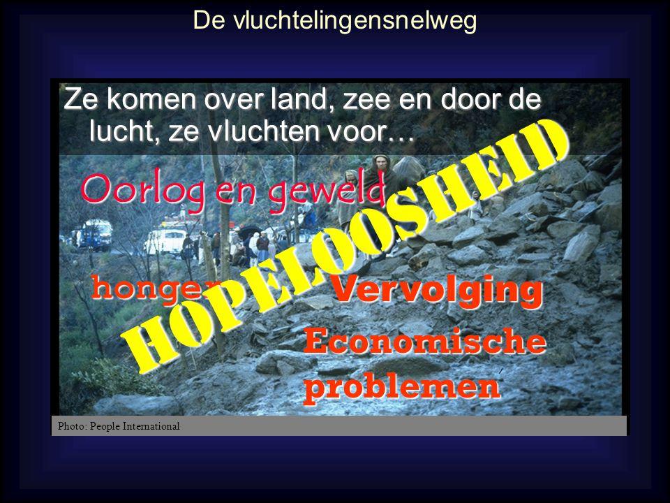 Bid voor asielzoekers in België: •Bid voor openheid in Onthaalcentra en LOI's om pastorale contacten te kunnen leggen met asielzoekers.
